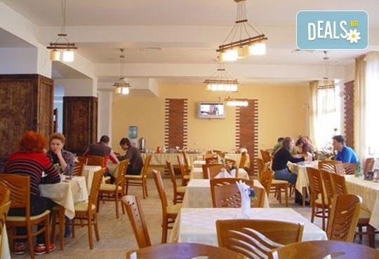 Нова година в Пирина Клуб Хотел, Банско! 3 нощувки със закуски за двама, безплатно за дете до 6г., СПА! - Снимка 5