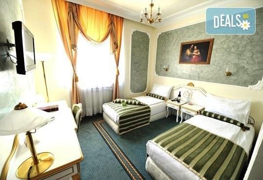 Нова година в Белград! 3 нощувки, 3 закуски в Hotel Queens Astoria Design 4*, транспорт от Бургас и водач от Evelin R - Снимка 4