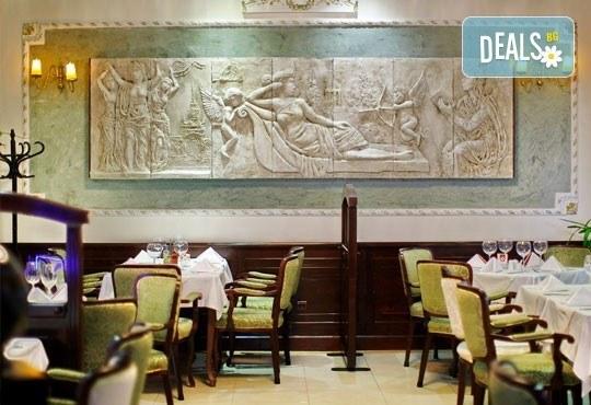 Нова година в Белград! 3 нощувки, 3 закуски в Hotel Queens Astoria Design 4*, транспорт от Бургас и водач от Evelin R - Снимка 6