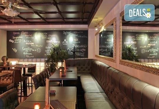 Нова година в Белград! 3 нощувки, 3 закуски в Hotel Queens Astoria Design 4*, транспорт от Бургас и водач от Evelin R - Снимка 9