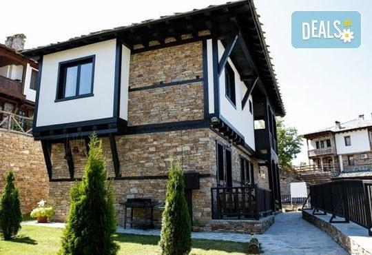 Почивка в комплекс Трите къщи в с. Лещен през ноември или декември - 1 нощувка в еко къща с капацитет до 8 човека! - Снимка 1