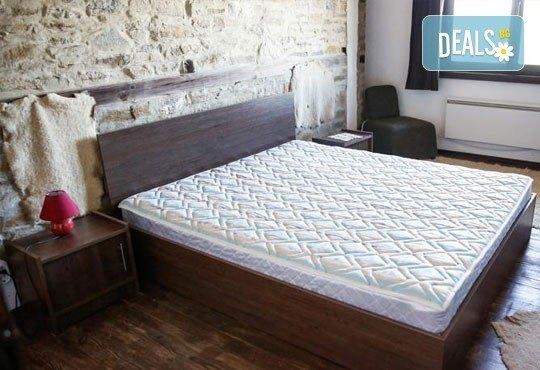 Почивка в комплекс Трите къщи в с. Лещен през ноември или декември - 1 нощувка в еко къща с капацитет до 8 човека! - Снимка 3