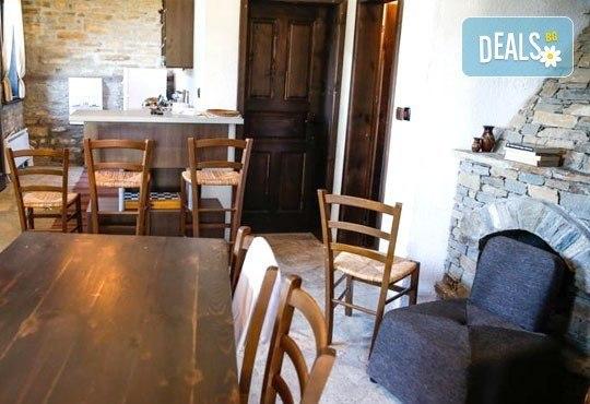 Почивка в комплекс Трите къщи в с. Лещен през ноември или декември - 1 нощувка в еко къща с капацитет до 8 човека! - Снимка 6