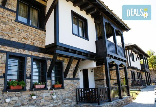 Почивка в комплекс Трите къщи в с. Лещен през ноември или декември - 1 нощувка в еко къща с капацитет до 8 човека! - Снимка 4