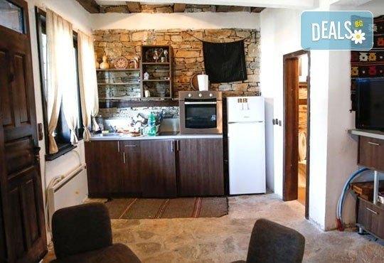 Почивка в комплекс Трите къщи в с. Лещен през ноември или декември - 1 нощувка в еко къща с капацитет до 8 човека! - Снимка 12