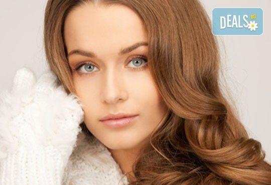 Доверете се на стилист! Подстригване, терапия с Matrix Biolage и сешоар в студио за красота Nana Beauty, жк Младост - Снимка 1