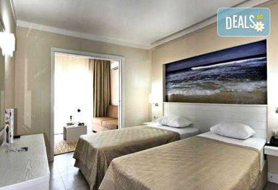 Нова година в Batihan Beach Resort 4+, Кушадасъ, Турция! 4 нощувки на база All Inclusive и Новогодишна вечеря, възможност за транспорт! - Снимка 4