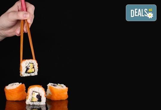 Вземете суши сет от 42 разнообразни хапки Футомаки, Урамаки и Хасомаки от Club Gramophone - Sushi Zone! - Снимка 1