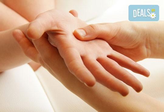 Тонизиращо! Класически болкоуспокояващ масаж с масло от невен на цяло тяло, масаж на длани, ходила и лице в Студио GIRO - Снимка 2