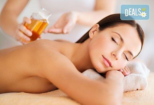 Тонизиращо! Класически болкоуспокояващ масаж с масло от невен на цяло тяло, масаж на длани, ходила и лице в Студио GIRO - Снимка 3