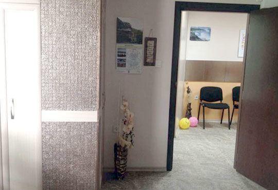 Шикозна визия от салон за красота Аморе! Масажно измиване с продукти на Лореал и сешоар или ампула и прическа по избор - Снимка 4