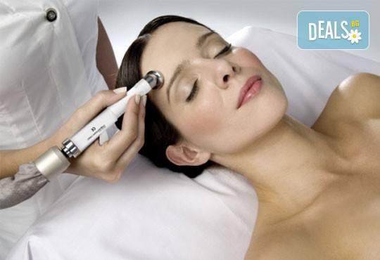 Диамантено микродермабразио на лице и неинжективна мезотерапия с хиалуронова киселина в салон за красота Giro! - Снимка 3