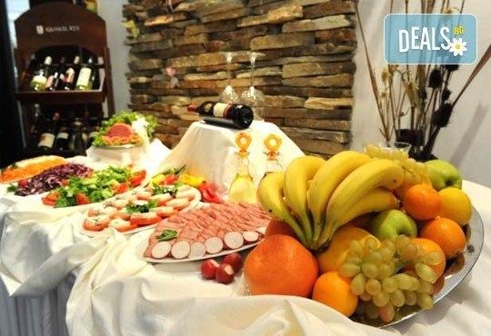 Спа и релакс в хотел Фея 3*, к.к. Чифлик! 2 нощувки със закуски и вечери, терапия за лице за Нея и бутилка вино за Него - Снимка 6