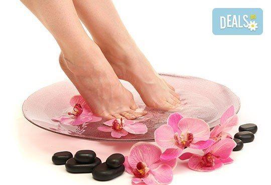 Перфектен педикюр + страхотен цвят на O.P.I. и ORLY, релаксираща терапия и масаж на ходилата в Салон Miss Beauty - Снимка 1