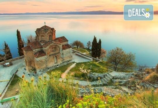 Коледни празници в Охрид! 2 нощувки в хотел 2*, транспорт с автобус и обиколки с екскурзовод - Снимка 1