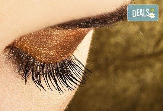 Подчертайте красотата на очите си с процедура за удължаване на мигли в салон J.D.V Beauty Center Relax! - Снимка 2
