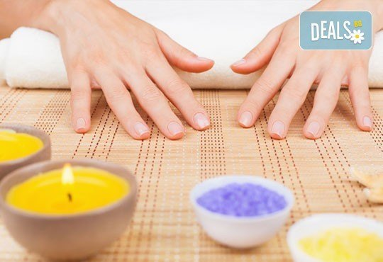 Терапия за нежни ръце със свещ с аромат на маракуя, пъпеш, мимоза, ванилия, портокал и кокос в салон J.D.V Beauty Center Relax! - Снимка 1