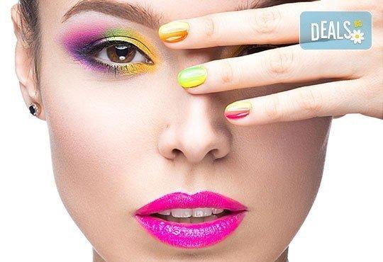 Термо, класически или френски маникюр с гел лак на BluеSky или на Rec и 2 перманентни декорации в Beauty center D&M! - Снимка 1