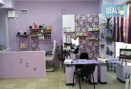 Спа педикюр с лакиране и терапия за нежни и гладки крака със свещ с аромат по избор от J.D.V. Beauty Center Relax - Снимка 13