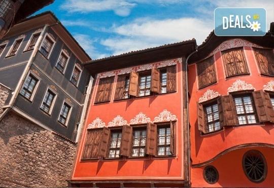 Екскурзия за един ден до Стария Пловдив за Дефилето на Младото вино от туристическа агенция По света и у нас - Снимка 2