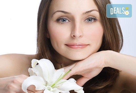 Дълбоко почистване на лице с ултразвукова шпатула и подхранваща ампула според типа кожа в студио за красота Шедьовър - Снимка 4