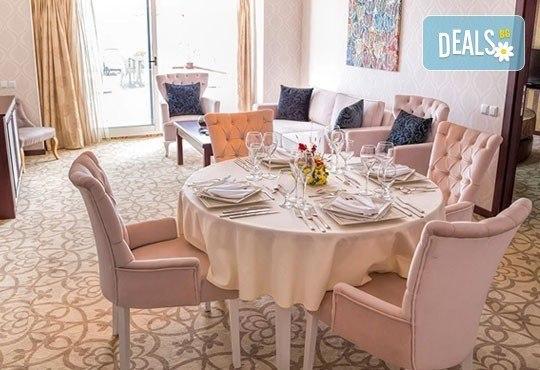 Нова година на брега на Охридското езеро! 2 нощувки със закуски и празнична вечеря в Complex Hotel Izgrev 5* от Ели Рос! - Снимка 6