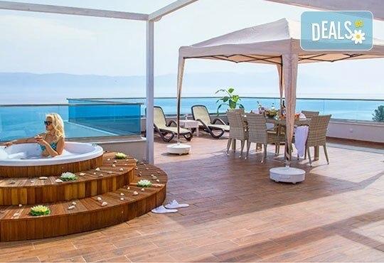 Нова година на брега на Охридското езеро! 2 нощувки със закуски и празнична вечеря в Complex Hotel Izgrev 5* от Ели Рос! - Снимка 7