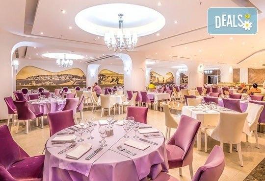 Нова година на брега на Охридското езеро! 2 нощувки със закуски и празнична вечеря в Complex Hotel Izgrev 5* от Ели Рос! - Снимка 9