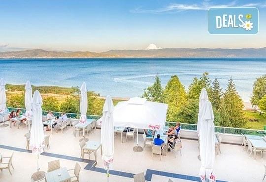 Нова година на брега на Охридското езеро! 2 нощувки със закуски и празнична вечеря в Complex Hotel Izgrev 5* от Ели Рос! - Снимка 10