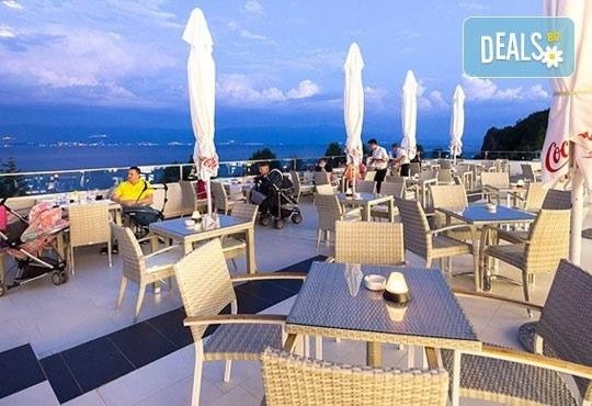 Нова година на брега на Охридското езеро! 2 нощувки със закуски и празнична вечеря в Complex Hotel Izgrev 5* от Ели Рос! - Снимка 11