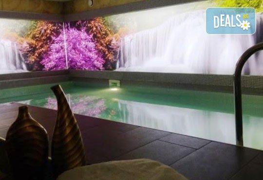 Релаксирайте пълноценно в Хотел Виа Лакус 3*, Сапарева баня! 1 нощувка със закуска и вечеря, СПА зона с минерален басейн - Снимка 10