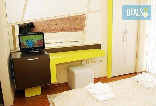 Релаксирайте пълноценно в Хотел Виа Лакус 3*, Сапарева баня! 1 нощувка със закуска и вечеря, СПА зона с минерален басейн - Снимка 2