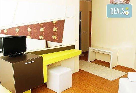 Релаксирайте пълноценно в Хотел Виа Лакус 3*, Сапарева баня! 1 нощувка със закуска и вечеря, СПА зона с минерален басейн - Снимка 3