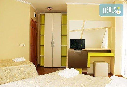 Релаксирайте пълноценно в Хотел Виа Лакус 3*, Сапарева баня! 1 нощувка със закуска и вечеря, СПА зона с минерален басейн - Снимка 4