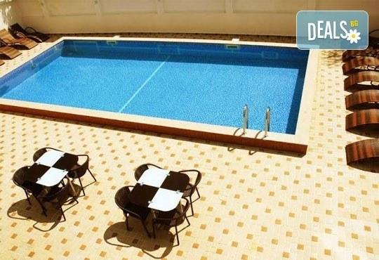 Релаксирайте пълноценно в Хотел Виа Лакус 3*, Сапарева баня! 1 нощувка със закуска и вечеря, СПА зона с минерален басейн - Снимка 15