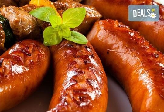Апетитно в Balito! Две порции пресен телешки суджук на скара или свински каренца + гарнитура картофки и две салати - Снимка 1