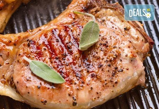 Две пържоли на супер цена! Свинска вратна пържола или пилешко филенце с домашни картофки и лютеница от Balito - Снимка 1