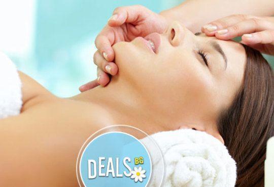 Класически масаж на цяло тяло с шампанско и ягоди и шоколадова маска на лице или масаж на лице, шия и деколте в салон LB - Снимка 3