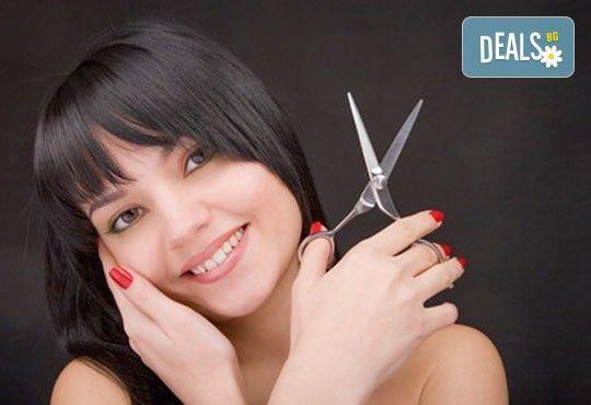 Забележителна коса! Подстригване + арганова терапия и стилизиране на прическа със сешоар в Wave Studio-НДК - Снимка 2