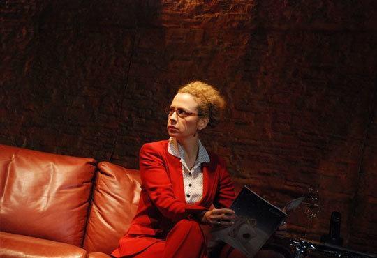 Гледайте великолепната Силвия Лулчева в Любовна песен, на 01.12. 19ч, Младежки театър, камерна сцена - Снимка 3