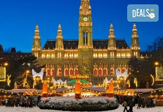 Предколедна екскурзия до Виена, Австрия! 3 нощувки, закуски, самолетен билет, обиколка на Виена и екскурзия до Шьонбрун! - Снимка 1