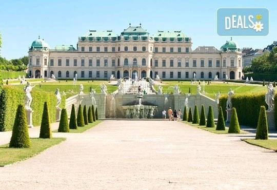 Предколедна екскурзия до Виена, Австрия! 3 нощувки, закуски, самолетен билет, обиколка на Виена и екскурзия до Шьонбрун! - Снимка 4