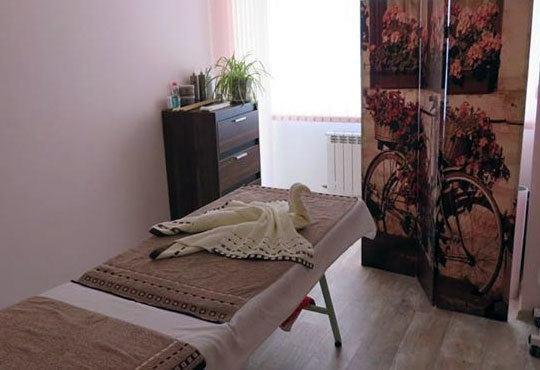 Сияйна и гладка кожа с диамантено микродермабразио и бонус 10-минутен масаж на лице в център за здраве и красота Шърмейн - Снимка 5