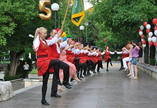 Карта за 2 или 4 посещения по народни танци за начинаещи във ФТК Българско хоро в ж.к Люлин! - Снимка 2