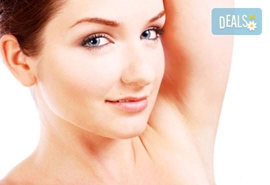 Мануално почистване на лице с продукти на медицинската козметика Glory в Зелен салон DIELS - Снимка 3