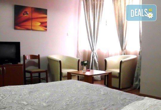 Нова година в Sin Kom 3* или Crystal Light 2* в Пирот, Сърбия! 3 нощувки, закуски и празнична вечеря в Hotel Dijana 3*! - Снимка 5