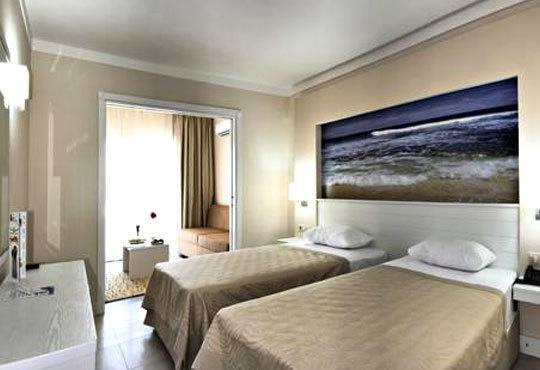 Посрещнете Нова година в Batihan Beach Resort 4*+, Кушадасъ, Турция! 4 нощувки, All Inclusive, възможност за транспорт! - Снимка 5