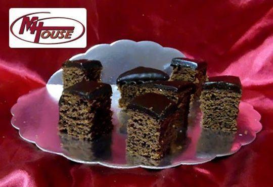 Сбъднати фантазии! 50 или 100 броя сладки петифури микс в ШЕСТ различни вкусови стила от Muffin House - Снимка 9