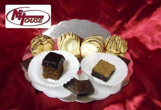 Сбъднати фантазии! 50 или 100 броя сладки петифури микс в ШЕСТ различни вкусови стила от Muffin House - Снимка 6