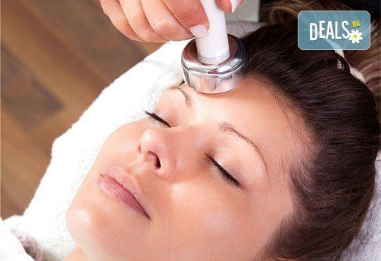 Почистване на лице с ултразвук и подмладяваща терапия с морски водорасли с немска козметика Dr. Belter в салон Vision! - Снимка 2